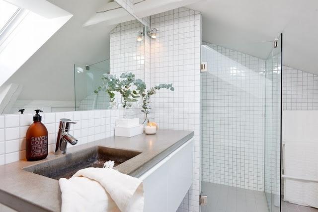 Betonia kylpyhuoneessa.